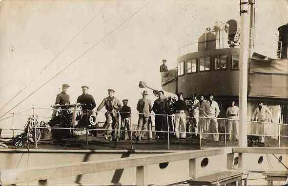 Marynarze z załogi torpedowca Podhalanin. Druga polowa lat dwudziestych.jpeg