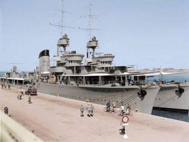 Sierpień 1938 r. - ORP Błyskawica i ORP Grom z wizytą kurtuazyjną w Kopenhadze.jpg