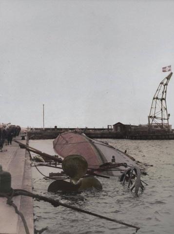 Wrak niszczyciela ORP Wicher zatopionego 3 września 1939 r. w Helu niemieckimi bombami.jpg